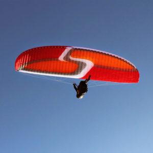 Voile de parapente rouge Anakis 3 de Skyparagliders