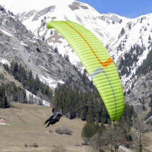 Voile de parapente Verte et Rouge Explora de la marque MCC Aviation