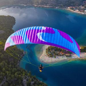 Voile de parapente bleue Kudos par Skyparagliders