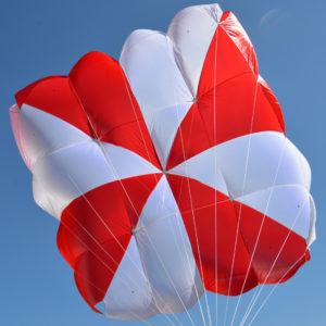 Parachute de secours carré Fluid de Supair en l'air