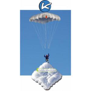 Parachute de Secours carré dans le ciel de la marque Kortel