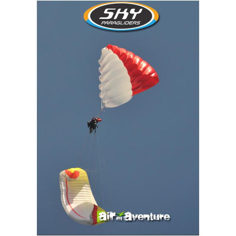 Parachute de secours dirigeable blanc et rouge de la marque Sky Paragliders