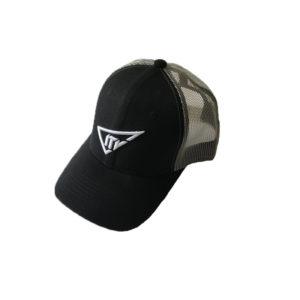 Casquette noire à filet avec logo de la marque ITV