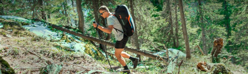 Pratiquant de hike & fly avec le sac à dos Expe Race